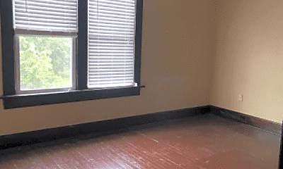 Living Room, 818 W Rich St, 2