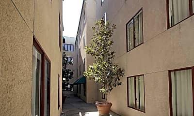 Courtyard, Vantaggio Suites, 2