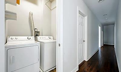 Bathroom, 1021 W Lake St 3, 2