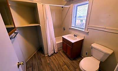 Bathroom, 677 32nd St, 2