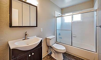 Bathroom, Kramer's Midtown 4, 2