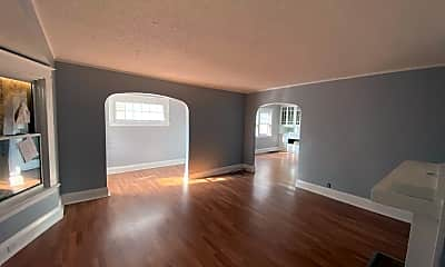 Living Room, 655 Platt St, 2