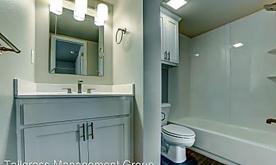 Bathroom, 2628 E 8th St, 2