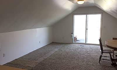 Living Room, 18300 Meadow Cir, 2