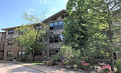 Mount Royal Pines Apartments, 0