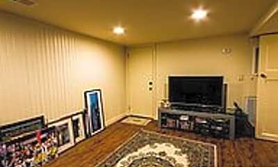 Living Room, 528 W Cumberland St, 2