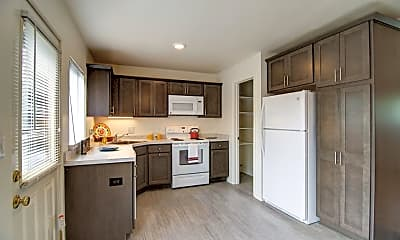 Kitchen, Amber Square Apartments and Townhomes, 1