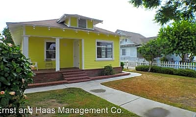 Building, 826 Cerritos Ave, 1
