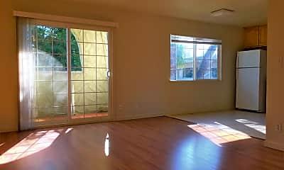 Living Room, 1013 Echo Rd, 1