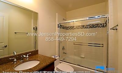 Bathroom, 2020 Diamond St, 2