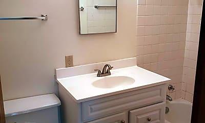 Bathroom, 1005 Gilbert Rd, 2