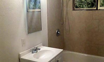 Bathroom, 1501 E Kay St, 2