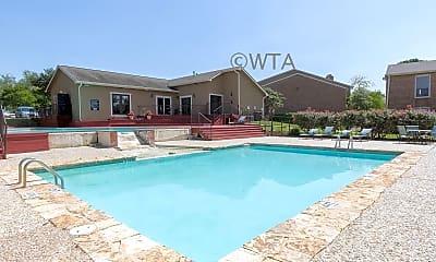 Pool, 1401 Patricia, 1