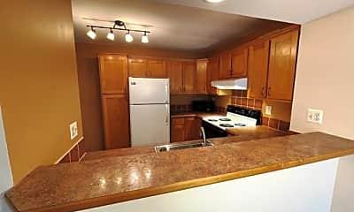 Kitchen, 831 Bloomfield Village Blvd #G, 1