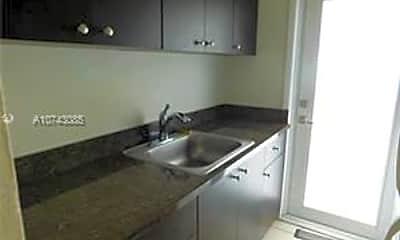 Bathroom, 7155 Rue Notre Dame, 1