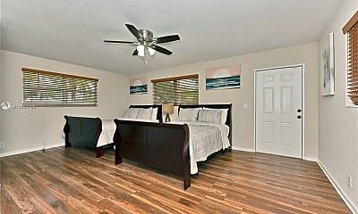 Bedroom, 5300 Pierce St 1, 2