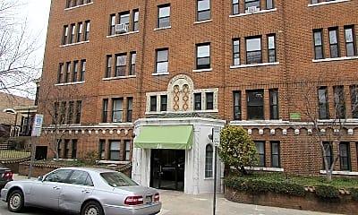 Building, 36 Duncan Ave D, 2