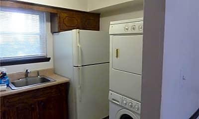 Bathroom, 2815 Llewellyn Ave 2, 1