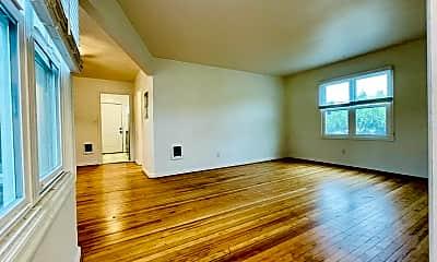 Living Room, 2400 N Killingsworth St, 1