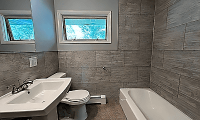 Bathroom, 562 Woodlawn Ave, 2