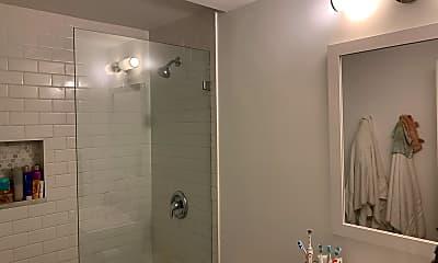 Bathroom, 27 Temple St, 2