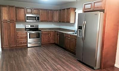 Kitchen, 578 Shorewood Dr, 1