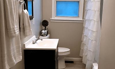 Bathroom, 814 Rockwood Ave, 2