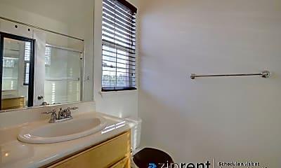 Bathroom, 702 Escuela Drive, 2