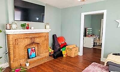 Living Room, 1506 N Drexel Blvd, 1