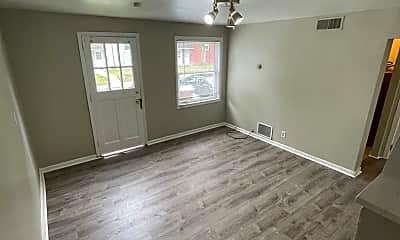 Living Room, 272 Oak Dr, 1