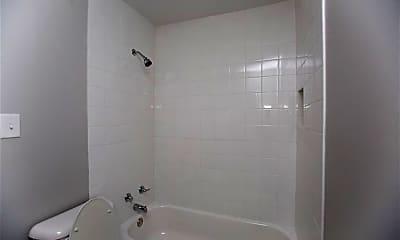 Bathroom, 517 S Maple St, 2