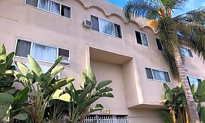 Hollywood Manor, 0