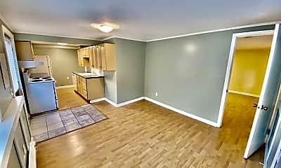 Living Room, 423 12th Ave E, 1