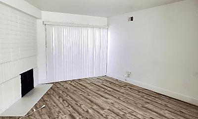 Living Room, 1069 Buckingham Ln, 1