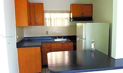 Kitchen, 830 W 40th St 4, 2