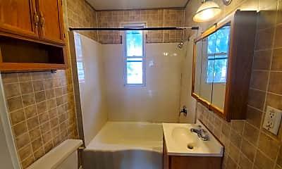 Bathroom, 4908 Northcote Ave, 2