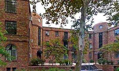 Building, 150 N Brentwood, 0