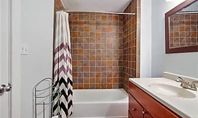 Bathroom, 1330 Prytania St 201, 2