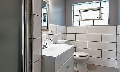 Bathroom, 5942 W Addison St 3, 2