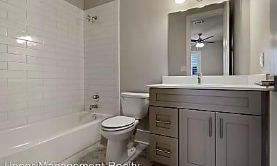 Bathroom, 2617 Carondelet St, 2