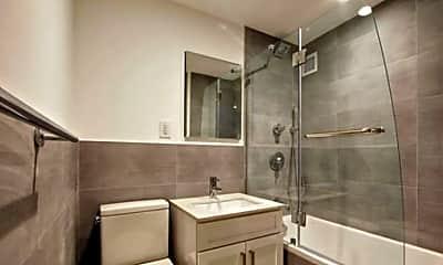 Bathroom, 250 E 47th St, 2