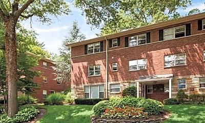 Oak Manor Apartments, 1