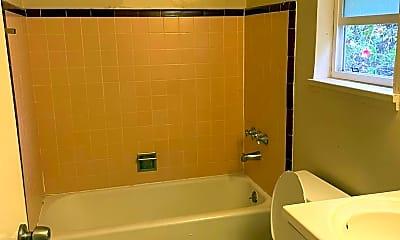 Bathroom, 520 Hilton St, 2