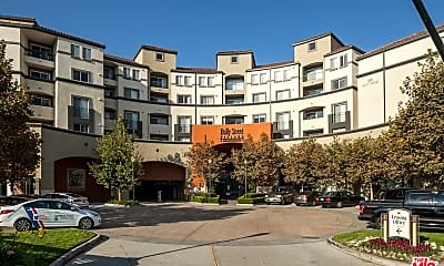 Building, 151 E Holly St 1-407, 0