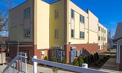 Building, 2686 Peach St, 1