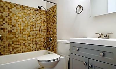 Bathroom, 615 W Bennett St, 2