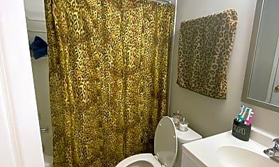 Bathroom, 29 Poplar St, 2
