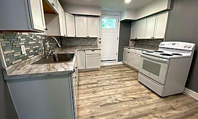 Kitchen, 757 Chislett St, 0
