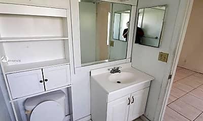 Bathroom, 2740 Forest Hills Blvd 104, 2