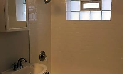 Bathroom, 1402 Grandview Dr, 1